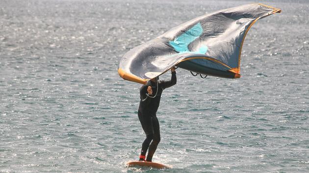 Découvrez le wingfoil et le wingsurf pendant votre séjour kite aux Canaries