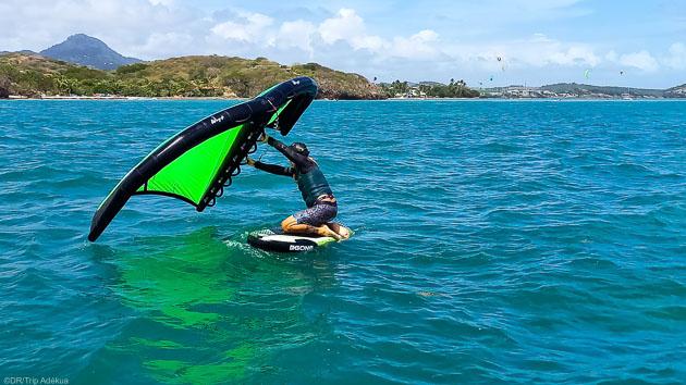 Découvrez le wingfoil pendant votre séjour en Martinique